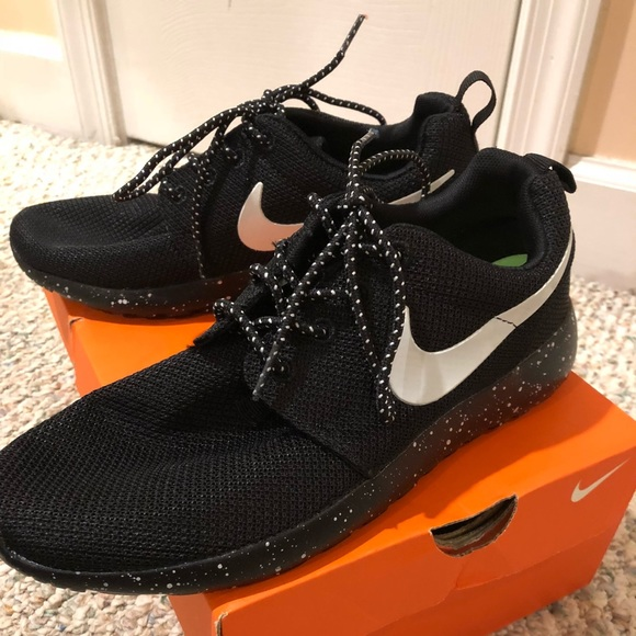 new concept 5bfd2 4f12a Nike Roshe Run Mesh Ink Spot Speckled Shoes. M 5b358792c617771b402e6647